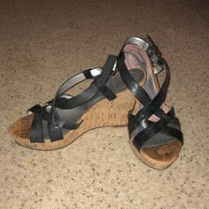 GUESS black strapped sandals